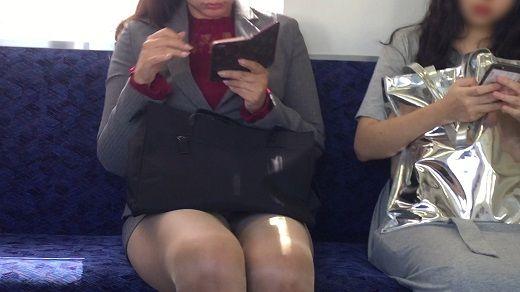 【対面パンチラ】白デルタ地帯クッキリ!パンストセンターシームもはっきり!ミニスカOLさんの電車内パンチラ! - 動画DL - センズリ鑑賞、素人隠し撮りやバイノーラル動画はフェチフェチ.jp